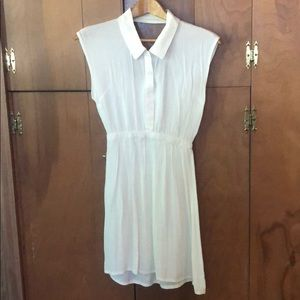 Off-white sleeveless dress with peekaboo back